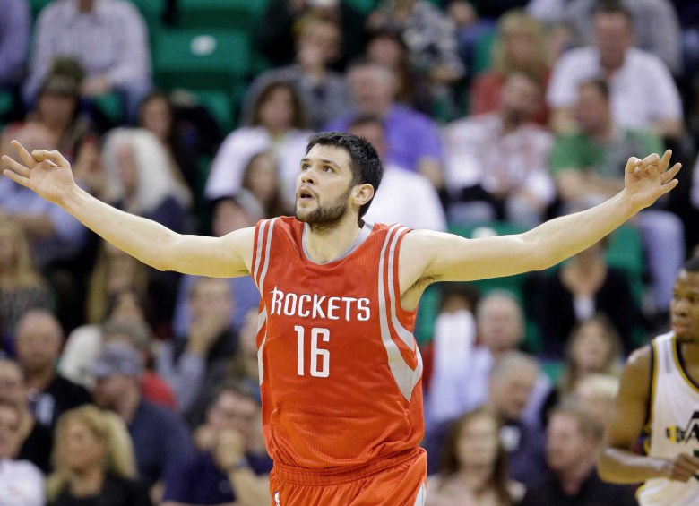 Papanikolaou stays with Rockets