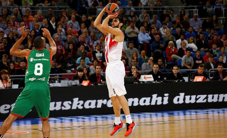 Papanikolaou was all over the court for a huge Oly road win!