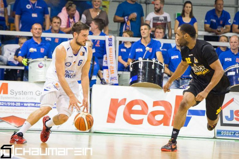 Razis stays on top of ProA